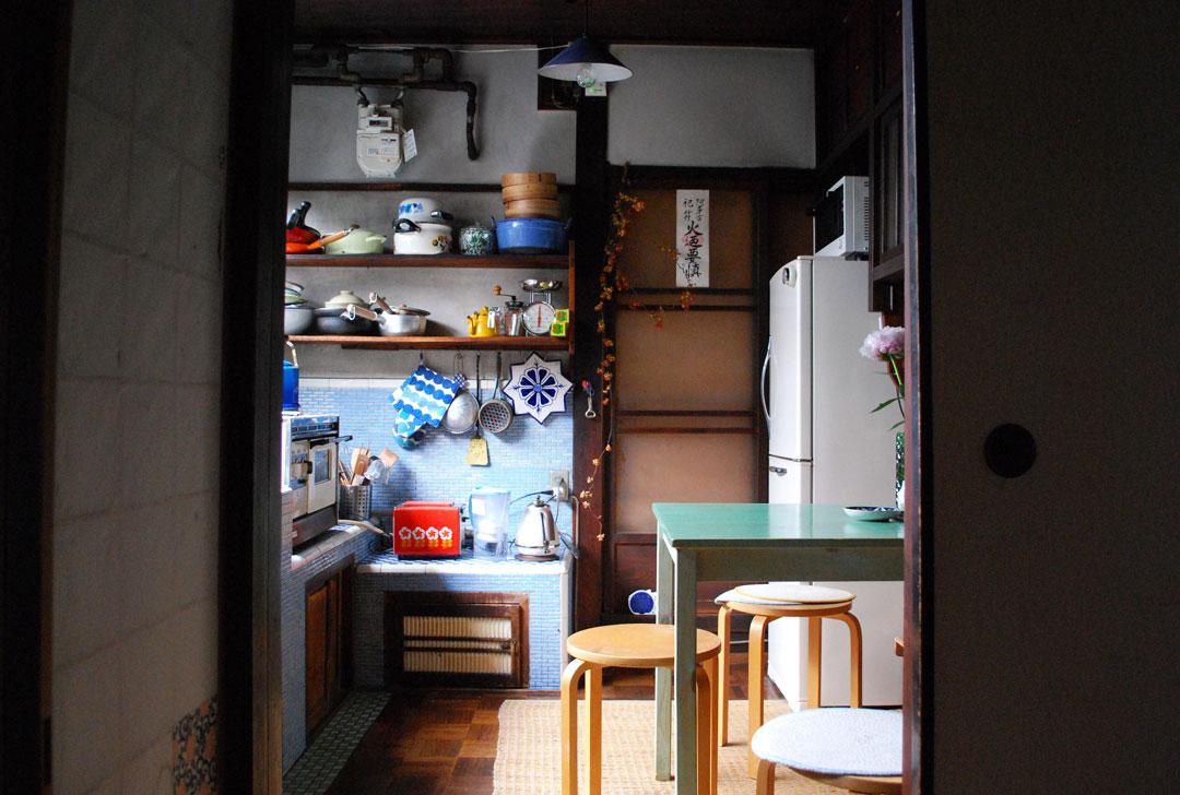 guesthouse-kazariya-kitchen01